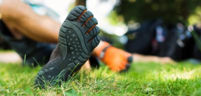Barefoot vs. klasická obuv: Jaký je mezi nimi rozdíl a které boty jsou zdravější?