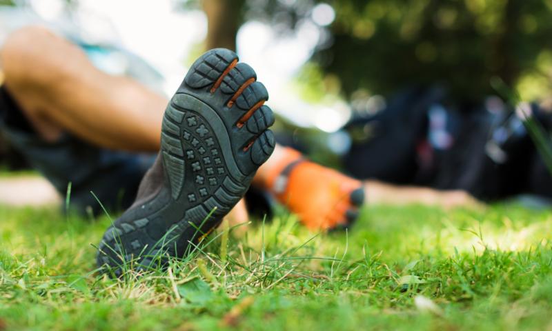 Barefoot vs. klasická obuv: Jaký je mezi nimi rozdíl akteré boty jsou zdravější?