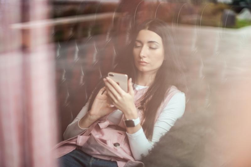 Jak prolomit závislost na sociálních sítích? Zkuste digitální detox!